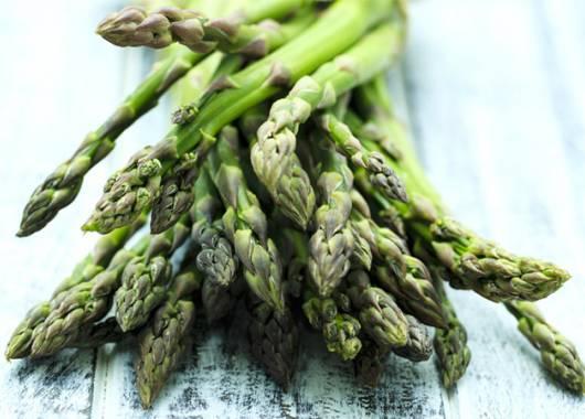 Prodotti di stagione e verdure: aprile e gli asparagi portano la primavera