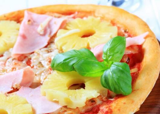"""Hawaiian pizza ananas, """"illegale"""" per l'Islanda e non solo"""