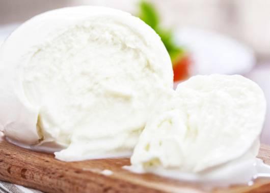 Differenza mozzarella e fiordilatte e mozzarella di bufala: il segreto sta nel latte