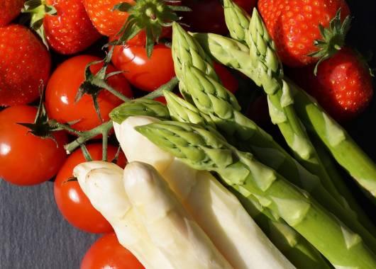 Aprile, tempo di asparagi e fragole!