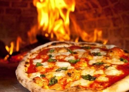 L'olio e la pizza. Al Ristorante Pizzeria La Panoramica si sceglie il meglio