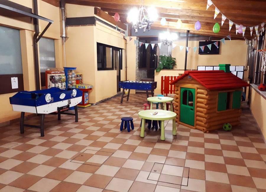 Pizzeria con area giochi per bambini